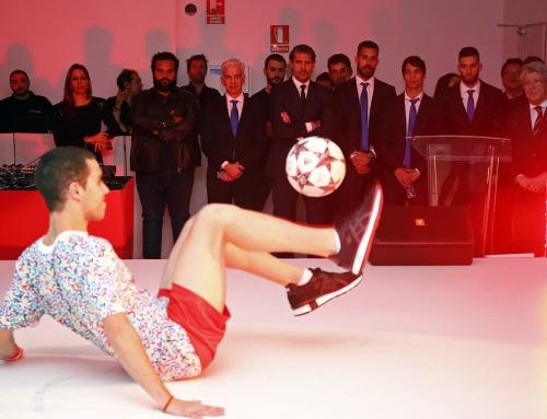 Actuación en la entrega del nuevo Huawei del atlético de Madrid